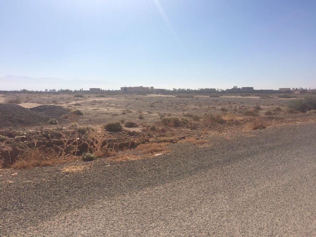 Terrain d'Un hectare Route de OUARZAZATE